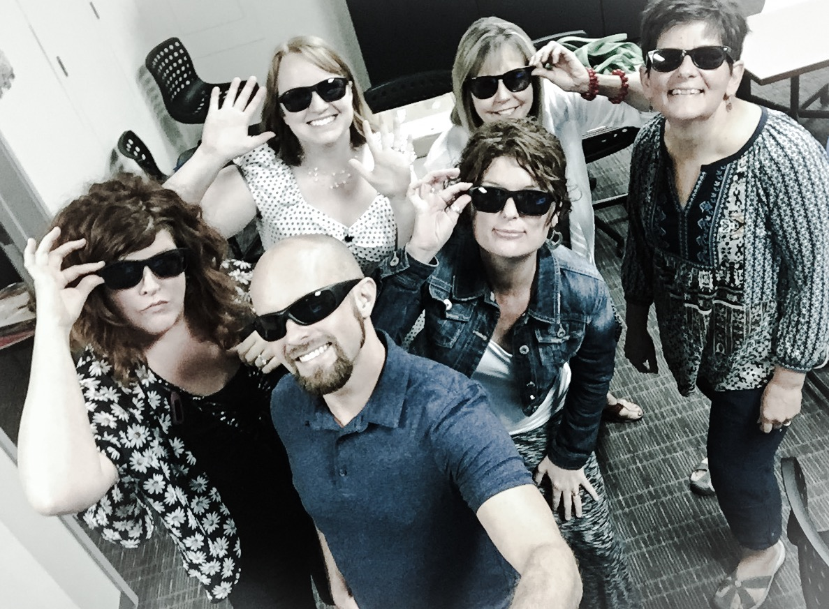 Daniel McNulty, Kelli Suding, Rachel Herron, Jessica Conrad, Vicki Walker, and Bev Sharritt wearing sunglasses